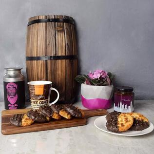 Davenport Coffee & Macaroons Basket Maine