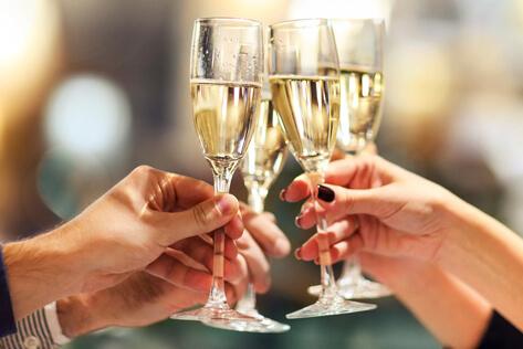 https://basketsmaine.com/media/holidays/Shavuot/IMG_Champagne.jpg